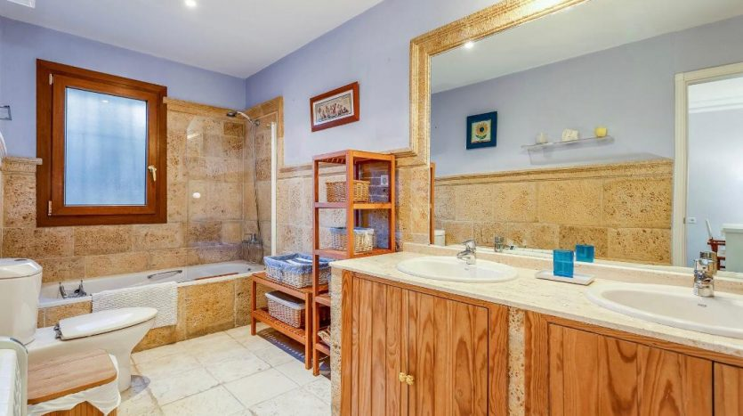 Amueblada villa familiar - image furnished-villa-puerto-banus-3-835x467 on https://www.laconchaliving.com