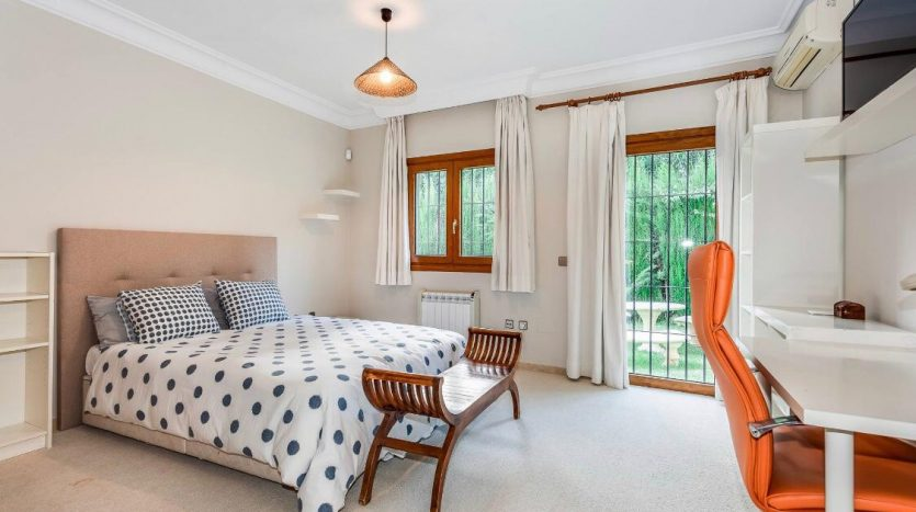 Amueblada villa familiar - image furnished-villa-puerto-banus-6-835x467 on https://www.laconchaliving.com
