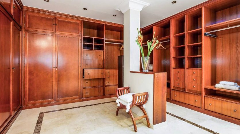 Amueblada villa familiar - image furnished-villa-puerto-banus-7-835x467 on https://www.laconchaliving.com