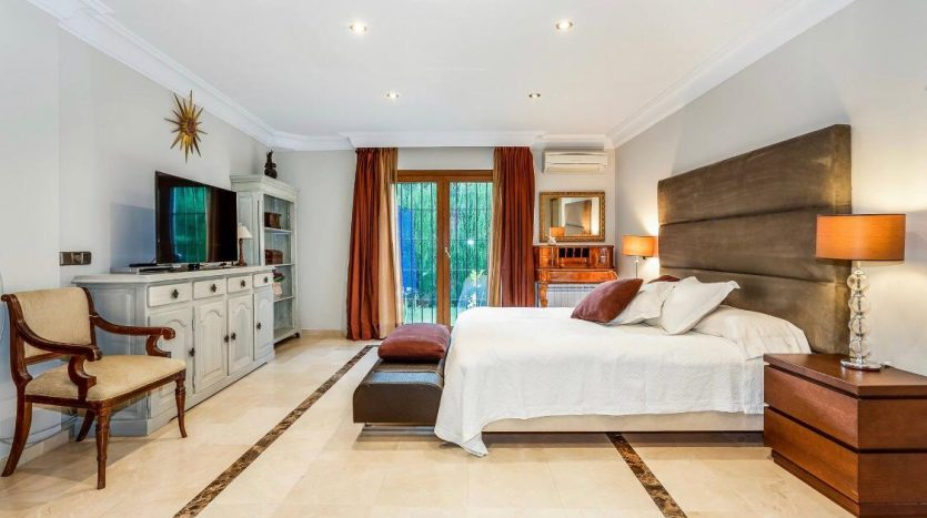 Amueblada villa familiar - image furnished-villa-puerto-banus-9-835x467 on https://www.laconchaliving.com