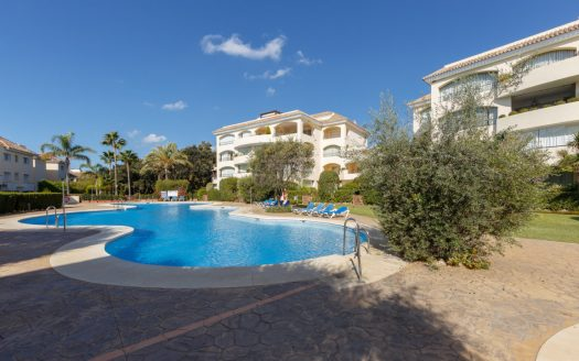 Apartment near the port of Marbella - image vista-hermosa-marbella-luxurious-apartment-1-525x328 on https://www.laconchaliving.com
