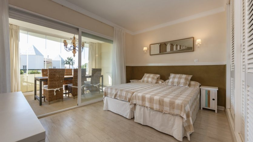 Luxurious apartment in Bahia de Marbella - image vista-hermosa-marbella-luxurious-apartment-10-835x467 on https://www.laconchaliving.com