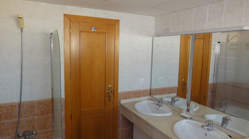 Duplex penthouse with sea views - image Selwo-Estepona-Loma-Real-13-835x467 on https://www.laconchaliving.com