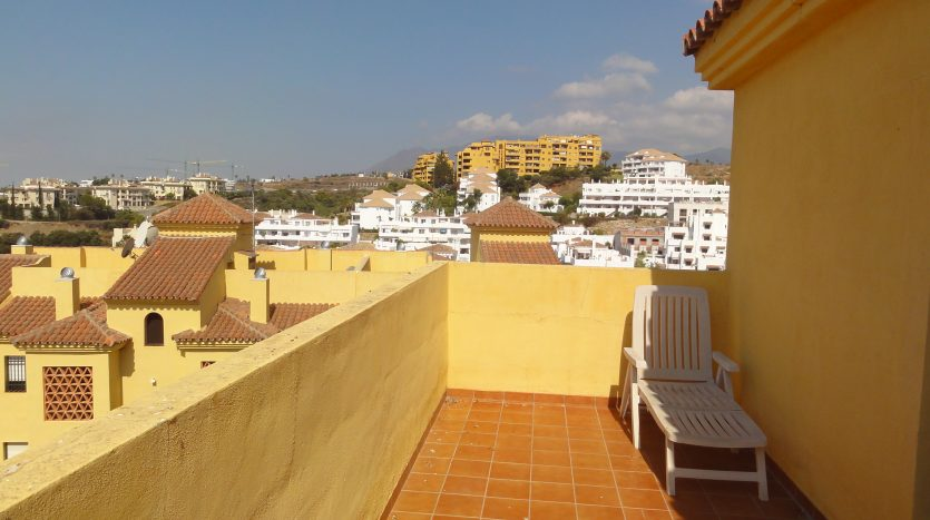 Duplex penthouse with sea views - image Selwo-Estepona-Loma-Real-14-835x467 on https://www.laconchaliving.com