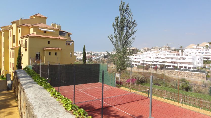 Duplex penthouse with sea views - image Selwo-Estepona-Loma-Real-15-835x467 on https://www.laconchaliving.com