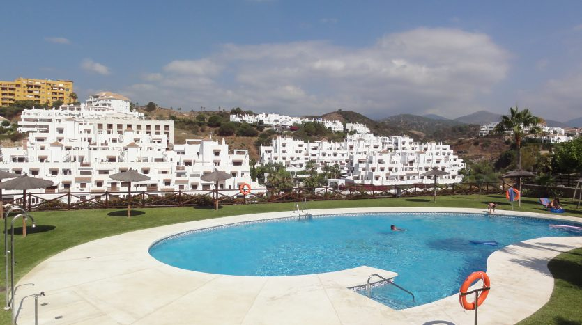 Duplex penthouse with sea views - image Selwo-Estepona-Loma-Real-16-835x467 on https://www.laconchaliving.com