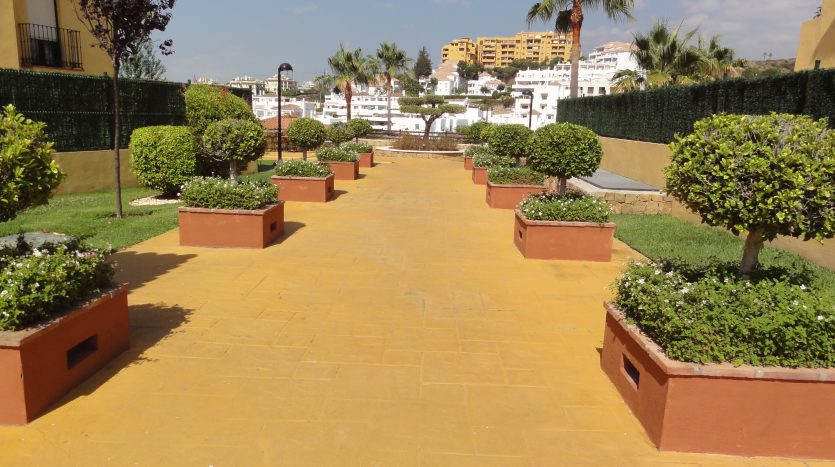 Duplex penthouse with sea views - image Selwo-Estepona-Loma-Real-17-835x467 on https://www.laconchaliving.com
