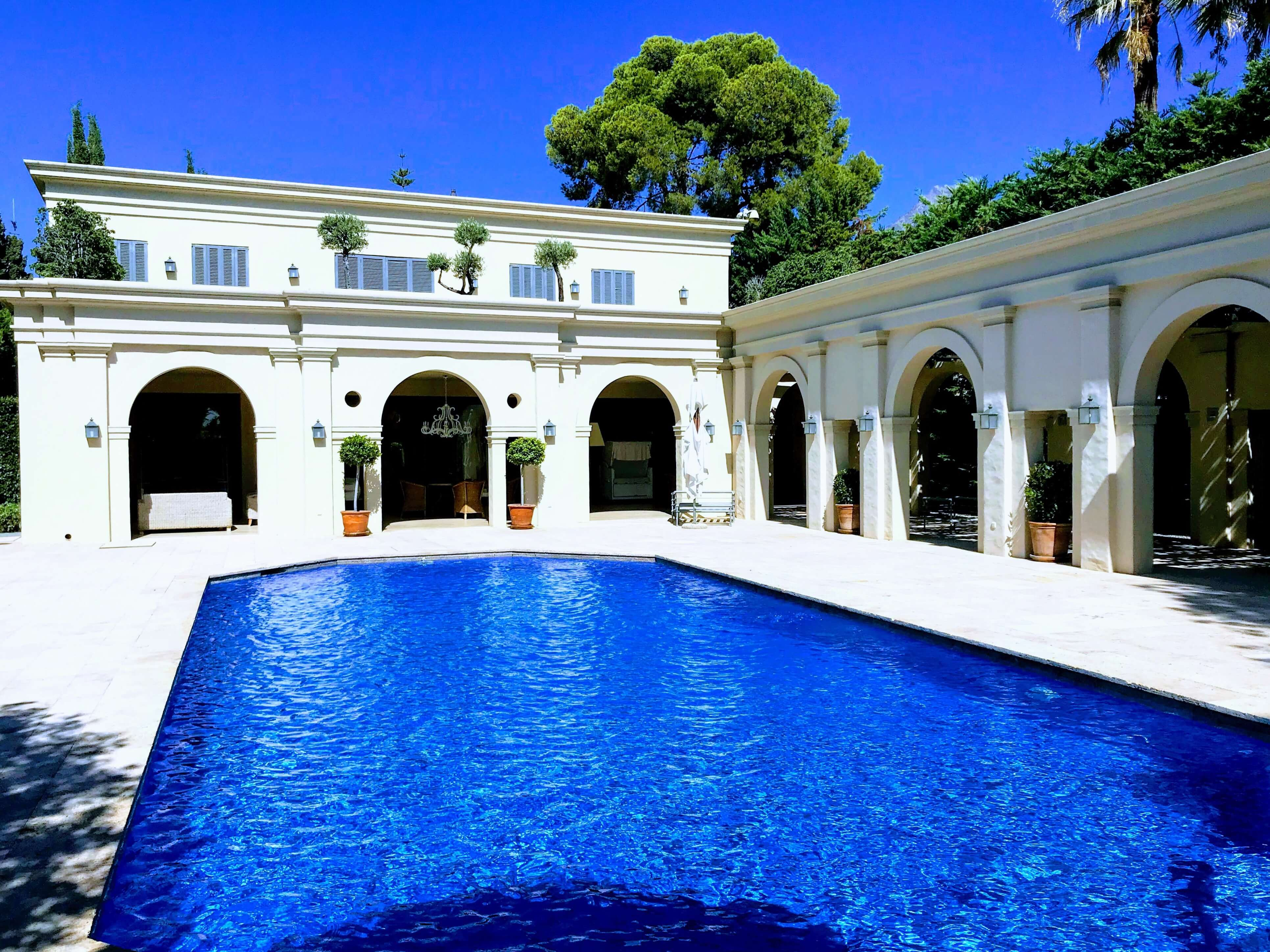 Tuscan style villa in Marbella Golden Mile
