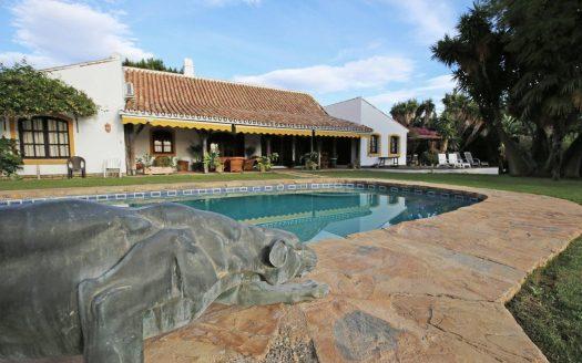 Single-level villa Guadalmina Alta